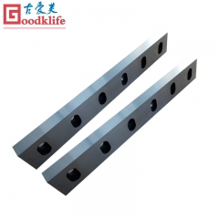 Straight cutting blade for cut to length line