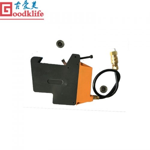 Pneumatic knife holder for mask cutting